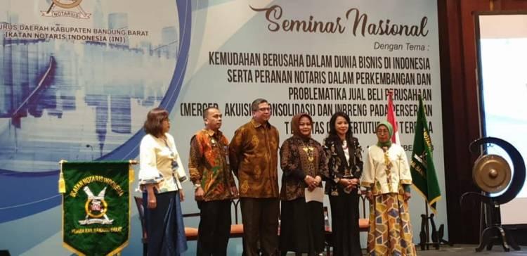 """Seminar Nasional :  """"Kemudahan berusaha dalam dunia bisnis di Indonesia serta peranan notaris dalam perkembangan dan problematika jual beli perusahaan (Merger, Akuisisi, Konsolidasi) dan Inbreng pada Perseroan Terbatas (PT) Tertutup dan Terbuka"""""""
